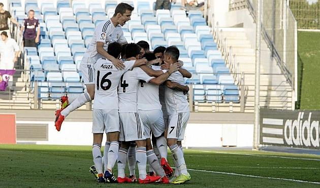 Los jugadores del Castilla hacen pi�a tras un gol a Las Palmas / Rub�n de Pedro (Marca)