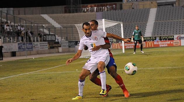 Santi Villa en el partido ante el Numancia en La Victoria / José Rojas (Marca)