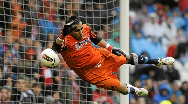 Bar�a agree terms with Claudio Bravo