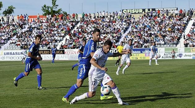 Israel, en el partido del Ja�n frente al Tenerife / Jos� Rojas (Marca)