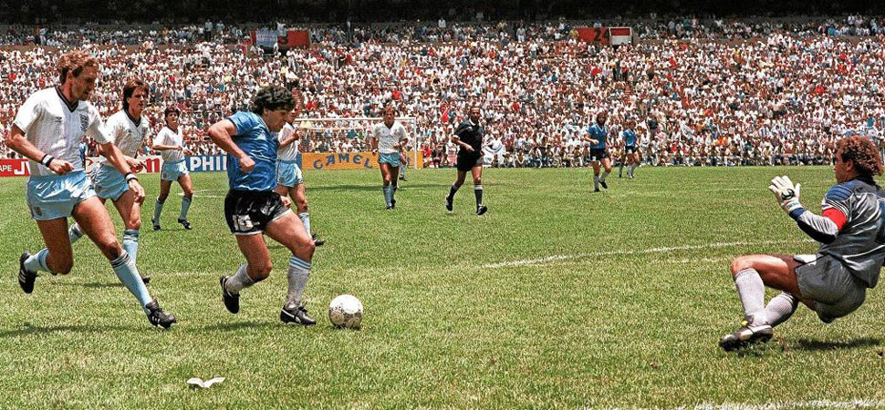 El increíble gol de Maradona a Inglaterra arrasa como el mejor de ...