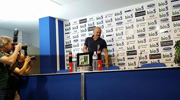 Claudio Barragán, antes de la rueda de despedida de la Ponferradina / Fco. R. Otero (Marca)