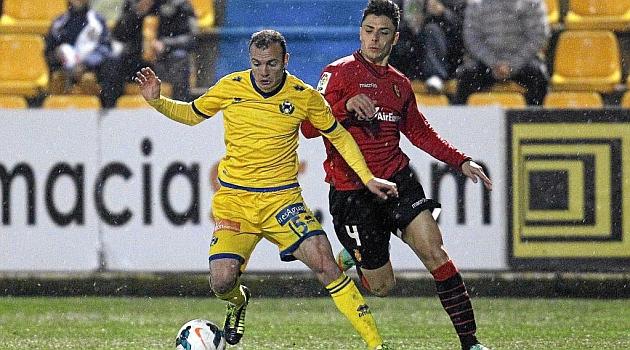 Ximo Navarro junto a Juli en el partido ante el Alcorc�n / Pablo Moreno (Marca)