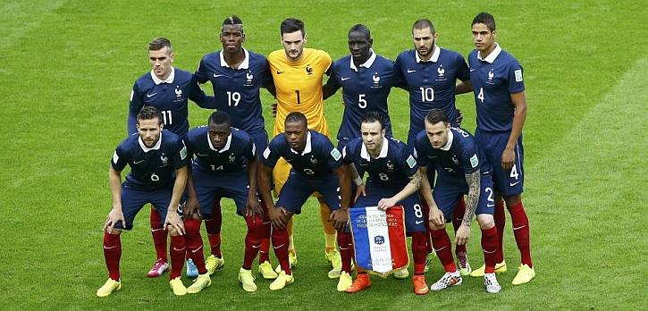 Francia y Honduras no escucharon sus himnos