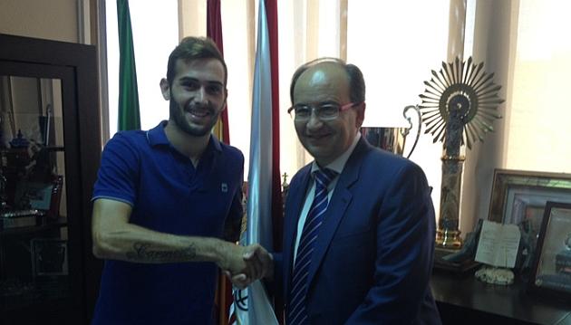 Aleix Vidal, presentado con el Sevilla / Foto: SEVILLAFC.ES