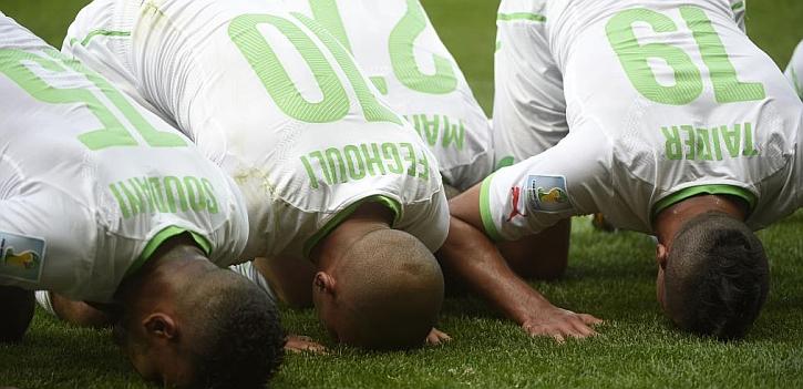El gol de Argelia se celebró rezando