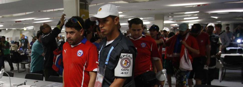 Entre 100 y 200 aficionados chilenos se cuelan en el Media Center de Maracaná