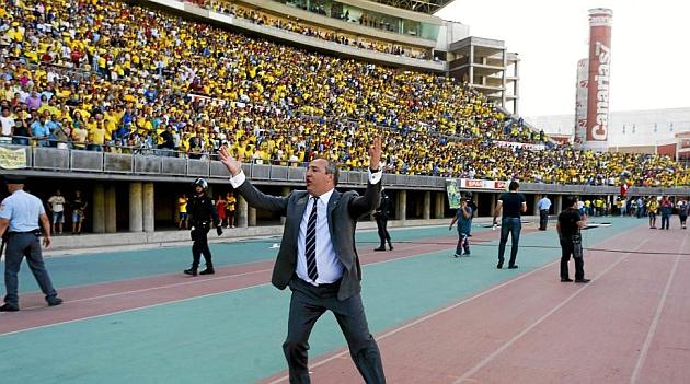 El presidente Miguel Ángel Ramírez intenta evitar la invasión de campo / Gerardo Ojeda (Marca)
