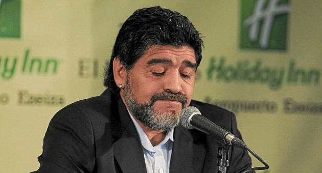 """Maradona: """"Estoy del lado de Suárez, no de los gordos comilones"""""""