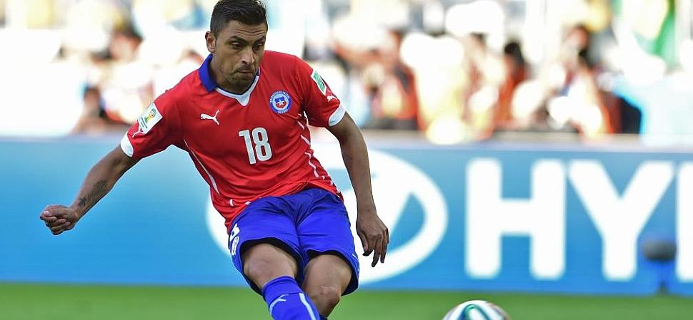 La mala tarde de Jara: colaboró en el gol de Brasil y falló el penalti decisivo