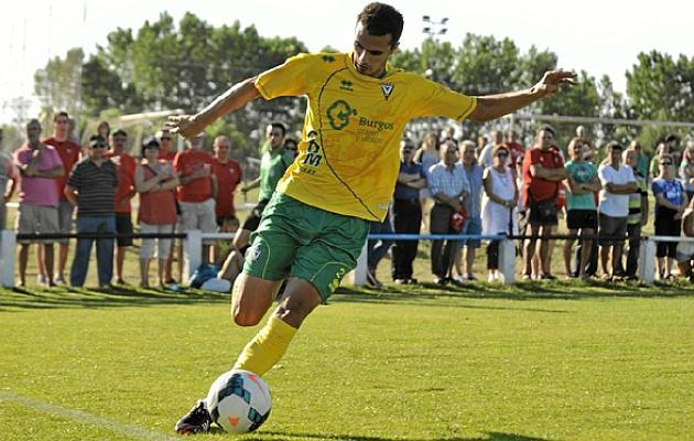 El jugador durante un partido con el Mirandés