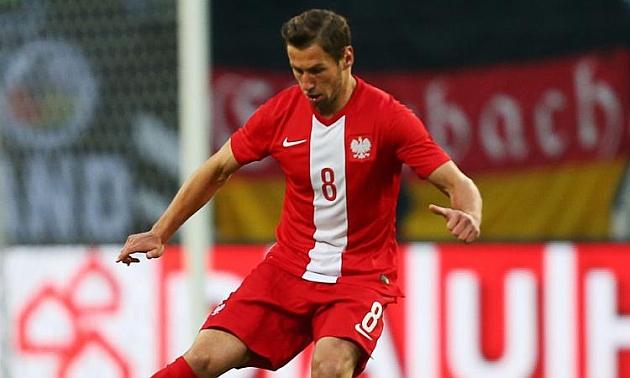 Krychowiak controla un balón en un partido con la selección polaca. CORDON PRESS