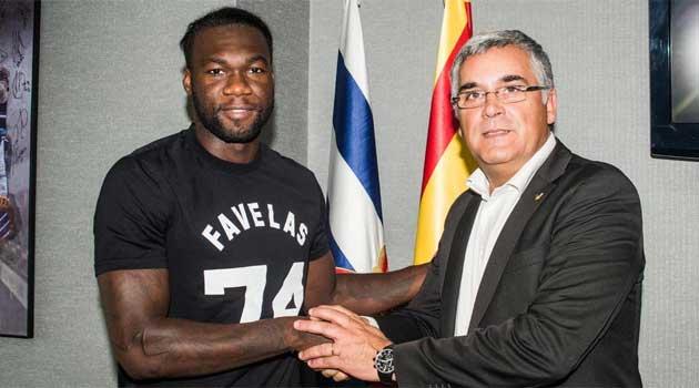 Felipe Caicedo, junto al presidente del Espanyol Joan Collet. / FOTO: RCD Espanyol