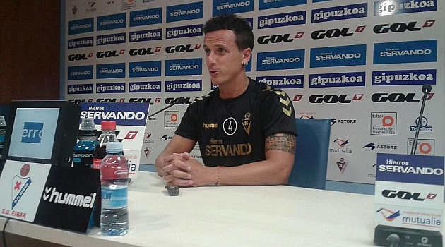 Txema Añibarro durante la rueda de prensa.