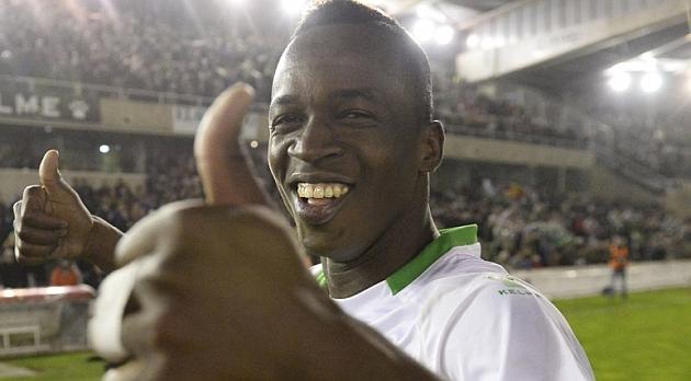 Koné celebra el ascenso a Segunda división / Web del Racing