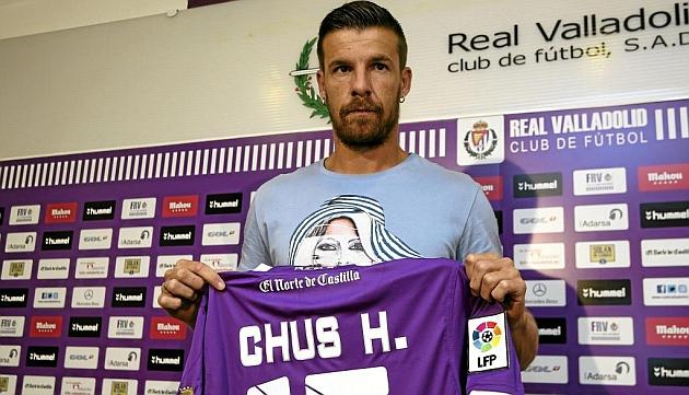 Chus Herrero, con su nueva camiseta, la blanquivioleta / César Minguela (Marca)