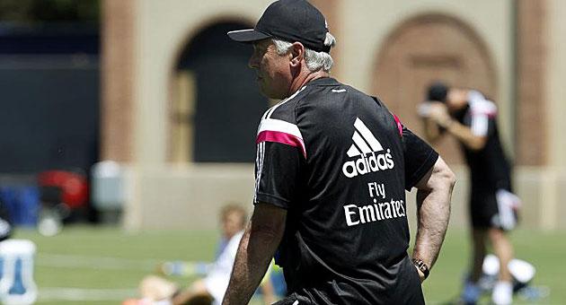 Ancelotti durante el entrenamiento del Real Madrid / Chema Rey