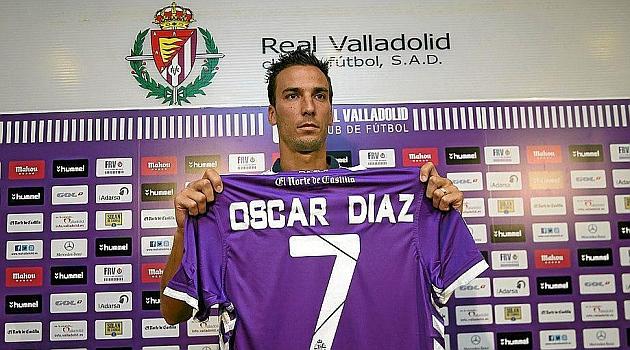 Óscar Díaz ya luce como nuevo jugador blanquivioleta / Foto Real Valladolid