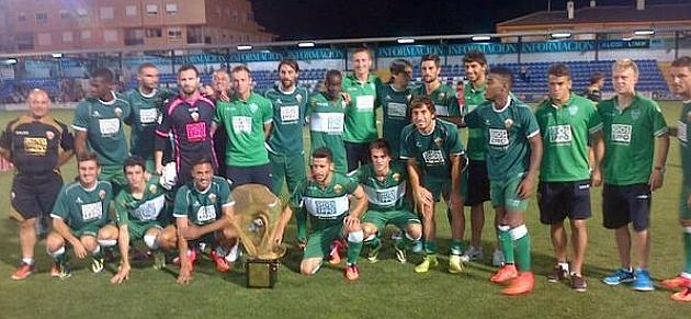 El Elche con el XXXVII Trofeo Ciudad de Alcoy. Foto: Twitter Elche
