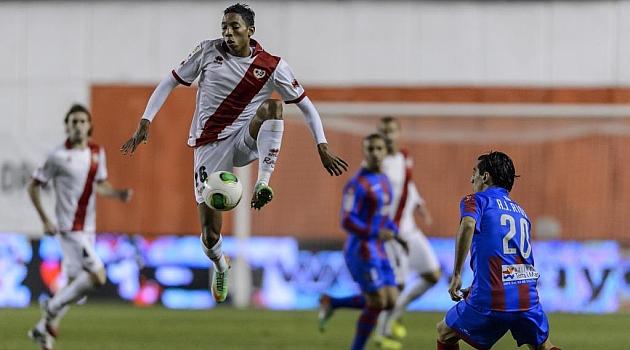 Mojica, la pasada campaña en Vallecas ante el Levante / Diego G. Souto (Marca)