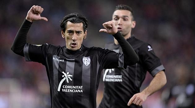 Pedro Ríos celebra un gol del Levante en el Calderón / Juan Aguado (Marca)
