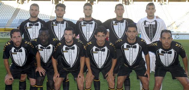 Los jugadores de la Cultural Leonesa estrenando equipación. FOTO: C.Hernández