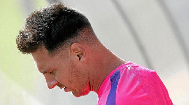 Messi vuelve con nuevo 'look'