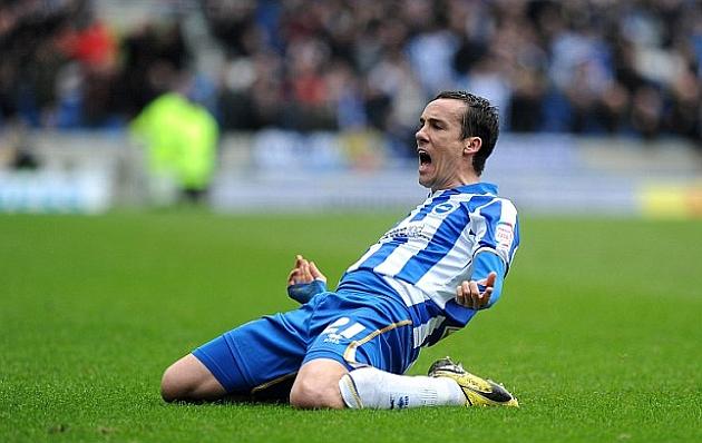 David López celebra un gol con la camiseta del Brighton