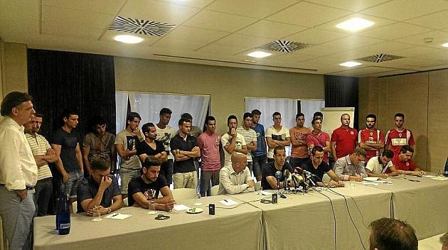 Luis Rubiales, presidente de la AFE, con los jugadores del Real Murcia / Marca