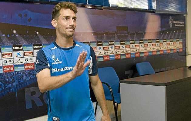 Lucas Porcar se despide tras una rueda de prensa. / Toni Galán