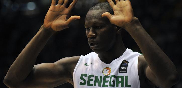 """El """"hermano lobo"""" de Ricky, el peligro de Senegal"""