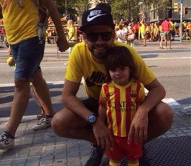 Piqué, con su hijo en la manifestación por la Diada
