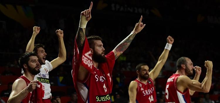 Serbia tumba a Francia en el festival del triple
