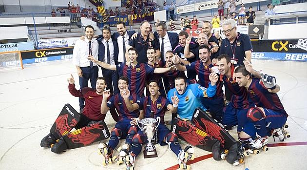 El equipo celebra tras la victoria (Web del FC Barcelona)