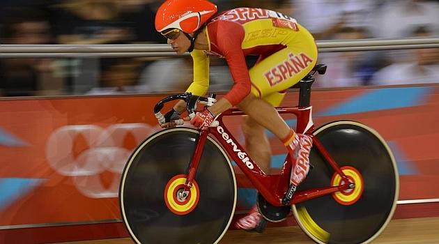 Leire Olaberria, durante una competición en pista.