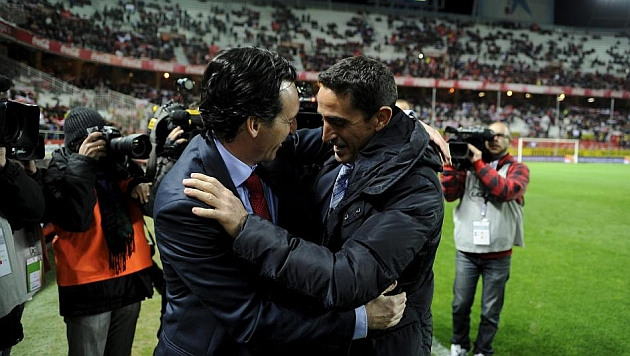 Emery y Jiménez se saludan en un Sevilla-Zaragoza. KIKO HURTADO