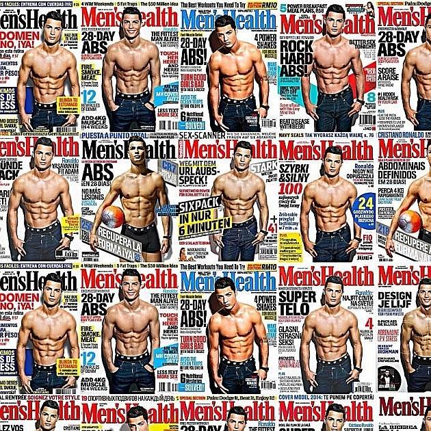 Ronaldo, feliz por mostrar su torso desnudo