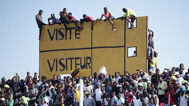 Aficionados en un Costa de Marfil-Congo en la pasada Copa de África. / REUTERS