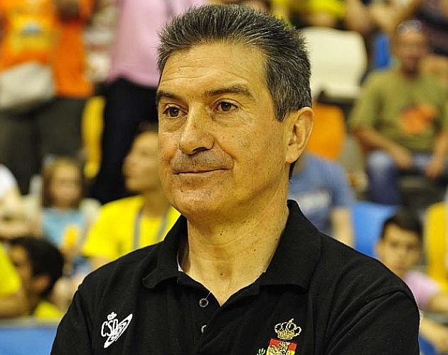 El seleccionador Manolo Cadenas. Foto: RFEBM