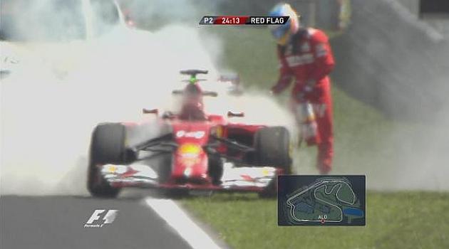 Alonso quema el motor de su Ferrari y él mismo apaga el fuego