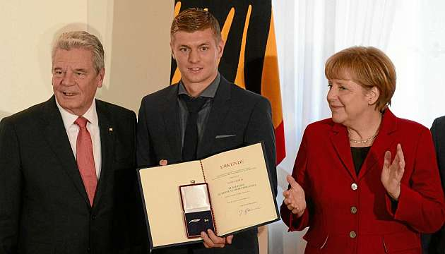 Kroos gets pally with the president