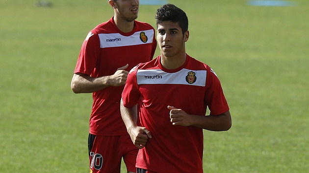 Real racing to beat off Bar�a and Villarreal for Asensio