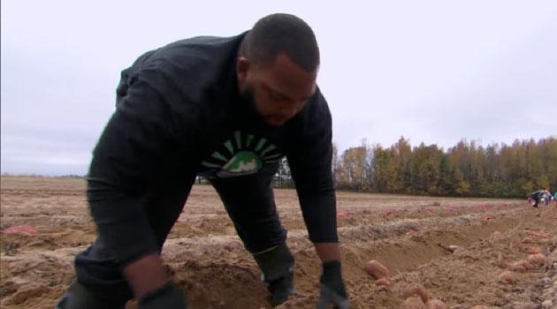 Jason Brown, el gigante de la NFL que renunció a 15 millones de dólares por ser granjero