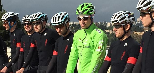 Peter Sagan, el miércoles 26 de noviembre en Jerusalén con los corredores del equipo israelí Cycling Academy.