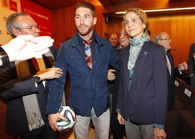 ¿Cuánto mide la Infanta Elena de Borbón? - Altura 1417681978_extras_noticia_foton_7_1