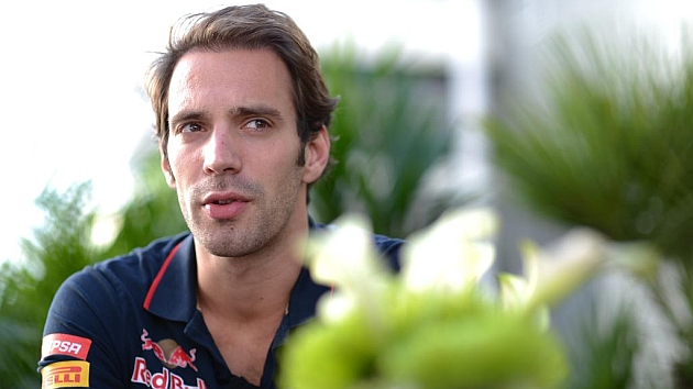 Vergne signs while De la Rosa leaves