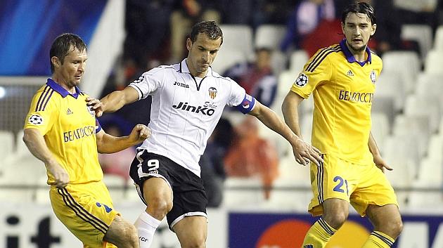 Filipenko (dorsal 21), en la visita del BATE a Mestalla en 2012 / J. A. SANZ (MARCA)