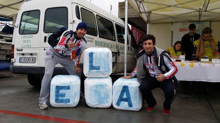 Nadadores del Real Club Náutico de A Coruña contra el ELA / (FOTO AGAELA)