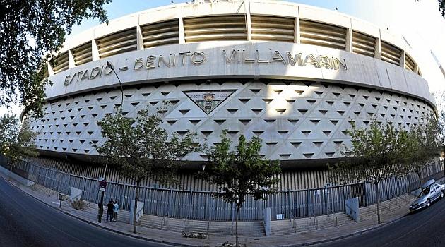 Imagen exterior del estadio Benito Villamarín. KIKO HURTADO