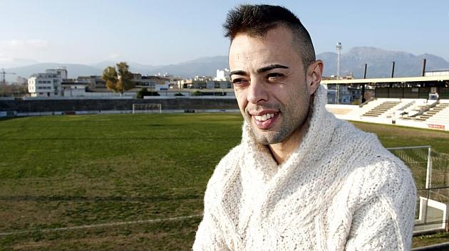 Dani Benítez posa para MARCA en el estadio del Constancia. ooru Shimada (MARCA)